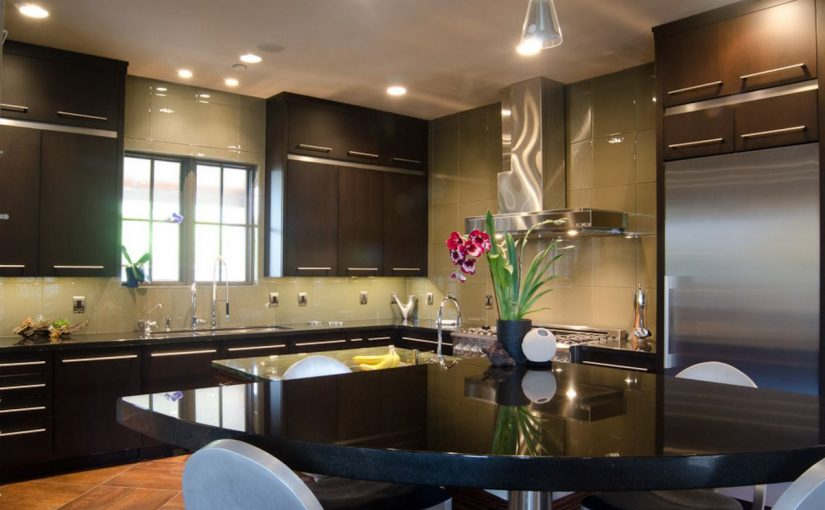 chris-lee-homes-dark-kitchen-countertops